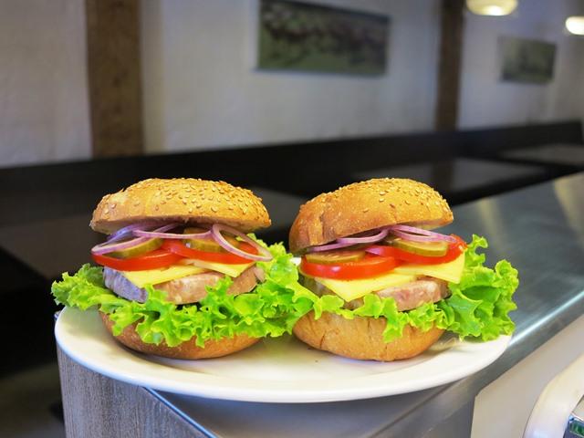 Akcijas burgeri DEsa un Co Spikeru kvartala