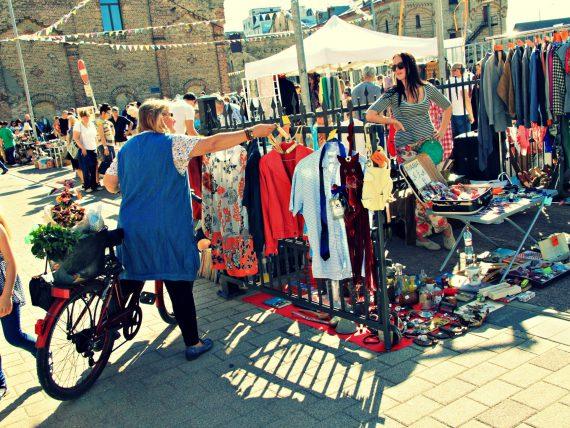 Sestdien Spīķeros jauno sezonu uzsāks brīvdabas andele Rīgas krāmu tirgus