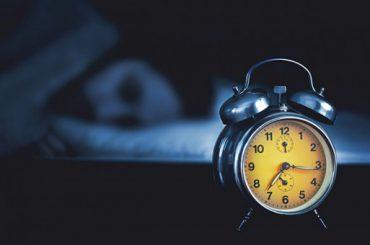 Topi vesels – 9 veidi kā aizmigt, gulēt cieši un pamosties možam