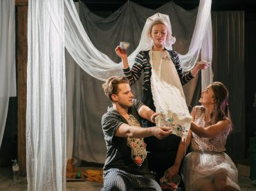 Dirty Deal Teatro aicina uz izrādēm februārī