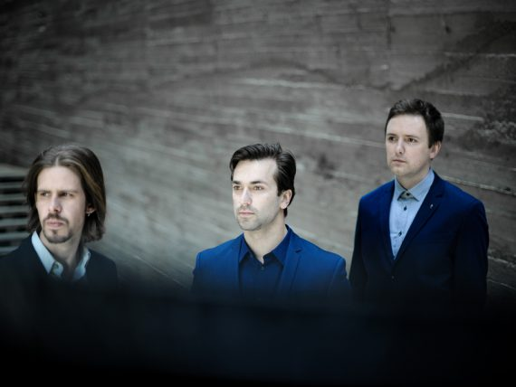 Grupa Sigma ; Reinis Young Trio brīvdabas koncertā Spīķeros